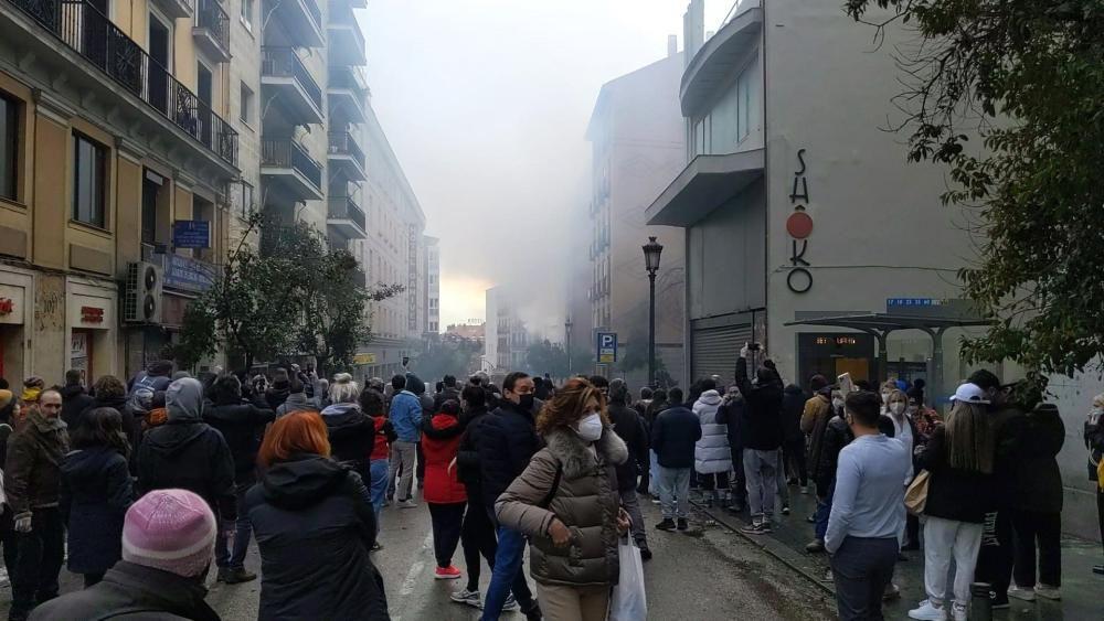 Fuerte explosión destruye un edificio en Madrid