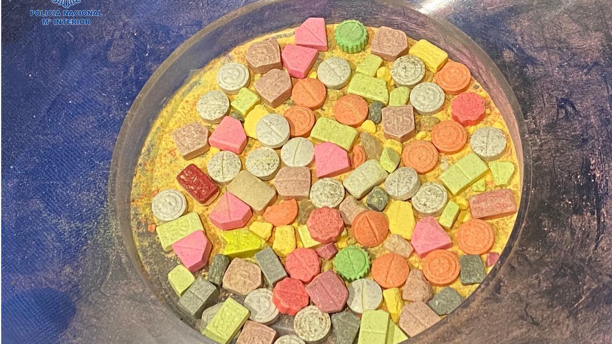 Detenidos con 21.310 pastillas de MDMA dos narcos que operaban en Ibiza