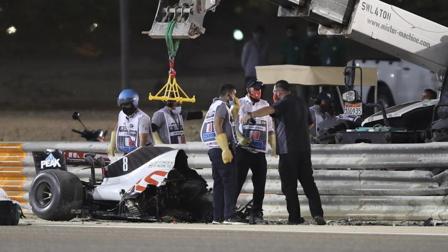 Hamilton vence tras el susto de Grosjean
