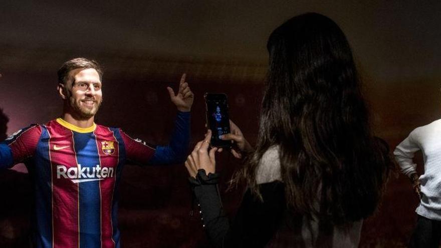 El Messi de cera crea debat: És ell? Nocioni?  Bradley Cooper? El Sergio Ramos de 'Crackòvia'?