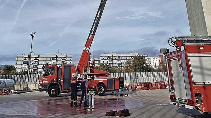 Los 24 aspirantes a bomberos de Palma superan las pruebas de fobias