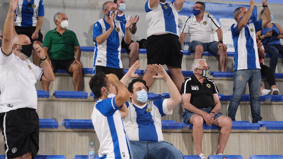 La afición, durante el partido en Elda de esta pretemporada.