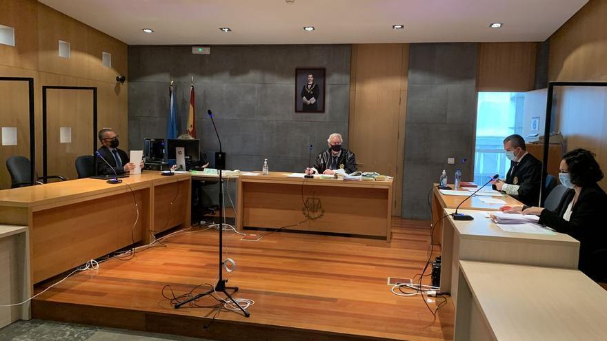 Un juzgado de Oviedo condena a un profesor de instituto a un año de cárcel por acosar a dos alumnas