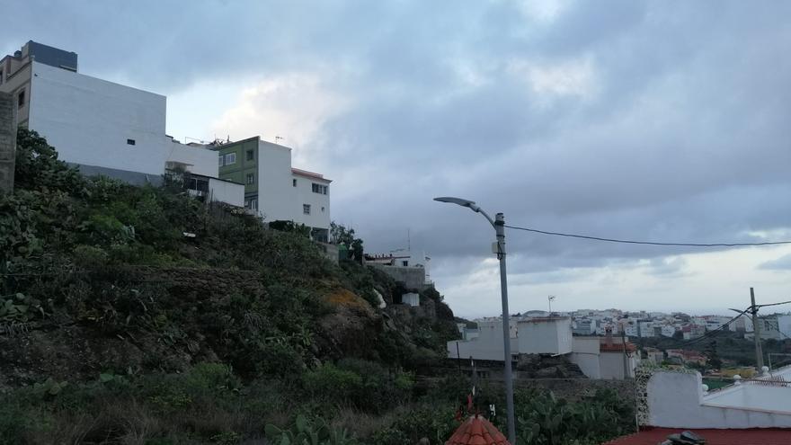 Pocas nubes, llegada de calima y más calor este viernes en Canarias