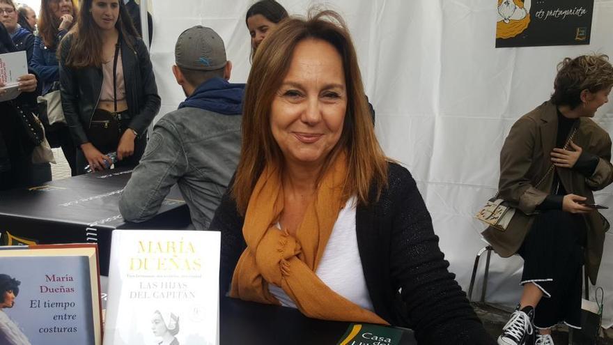 María Dueñas publicará su novela 'Sira', continuación de 'El tiempo entre costuras'