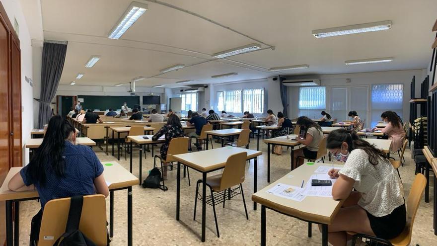 Los contagios se acercan a los 1.300 casos en los centros educativos gallegos