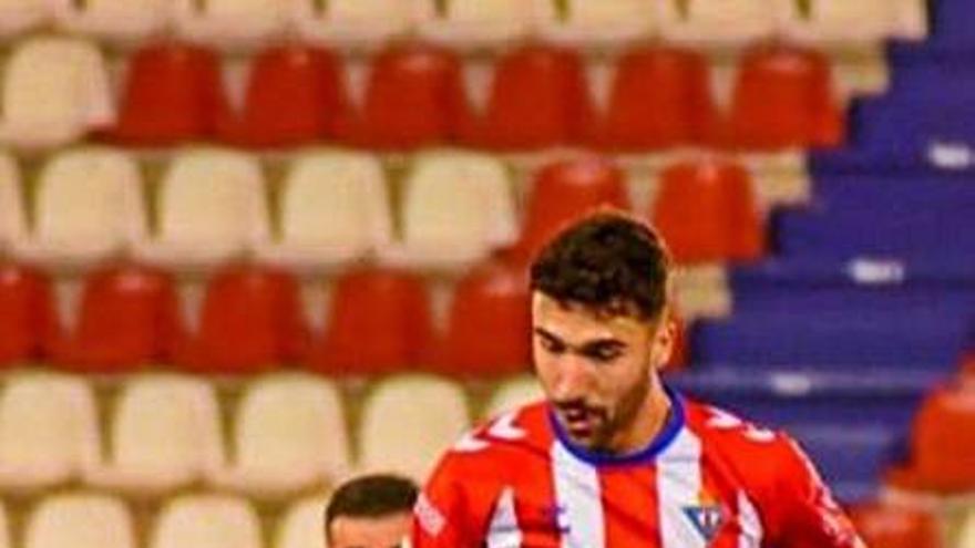 Robe Moreno refuerza la medular de la Peña Deportiva