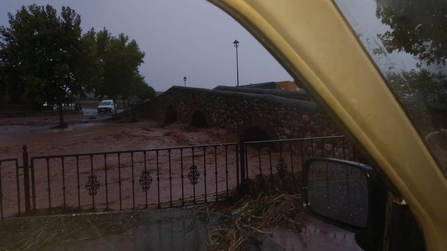 Tres carreteras provinciales de Badajoz siguen cortadas por el agua