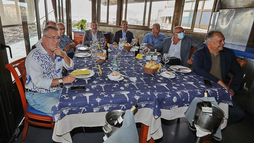 Un enyesque de plata: La plantilla de la UD Las Palmas de la temporada 95-96 se reencuentra