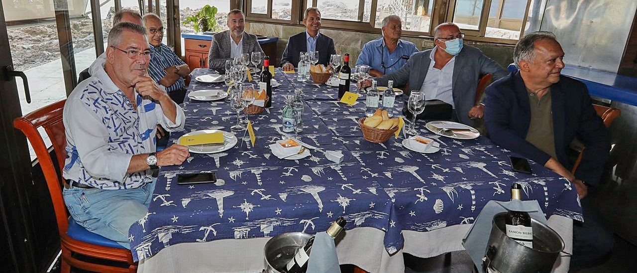 Pacuco Rosales, Rafa Méndez, Adrián Déniz, Miguel A. Ramírez, Nicolás Ortega, Luis Sicilia, Manolo López y Juan M. Rodríguez.     EFE