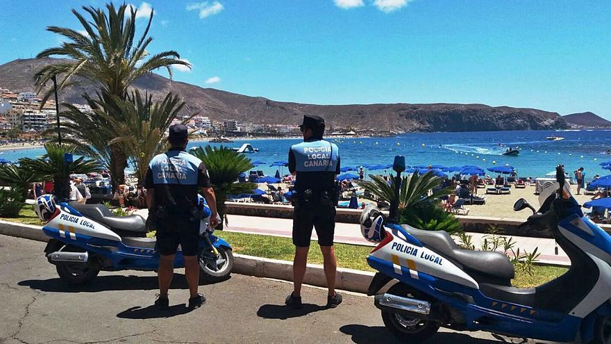 Playa de Las Américas exige que se restablezca la Policía Turística