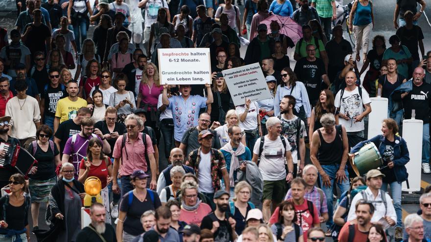 Detienen a 500 antivacunas en Berlín por protestas no autorizadas