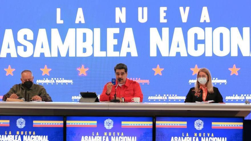 El chavismo y la oposición instalan sus asambleas paralelas