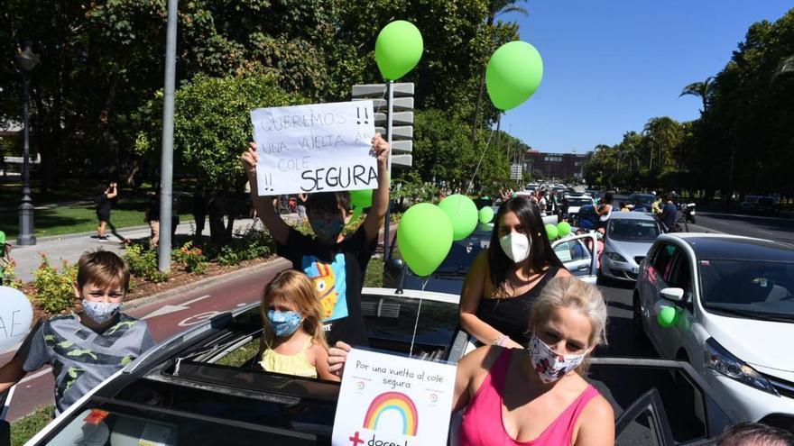 """CCOO y Ustea convocan una huelga educativa el día 18 para exigir medidas preventivas """"reales"""" contra el covid"""