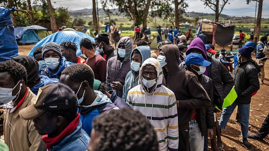 Los vecinos denuncian irregularidades en el campamento de Las Raíces