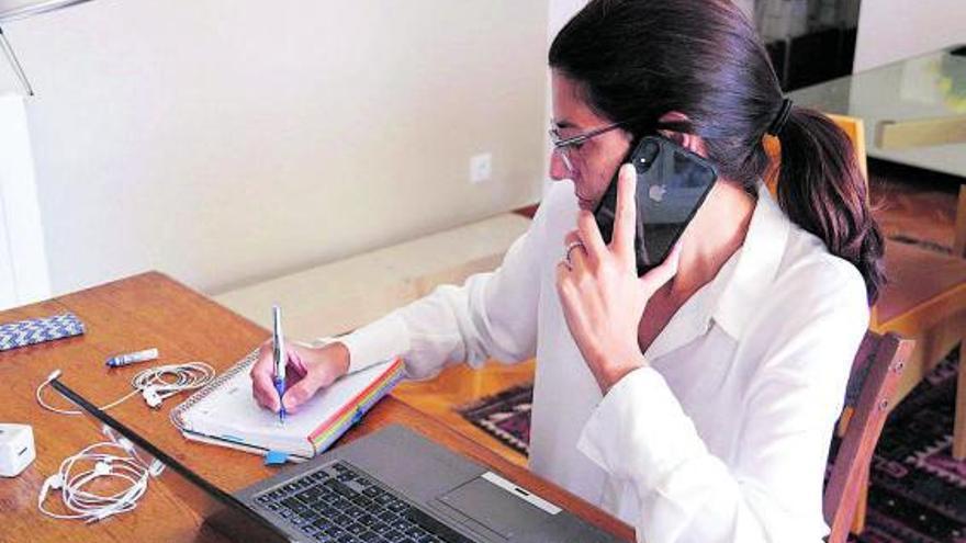 Més del 94% d'empleats atén missatges de feina fora de l'horari laboral