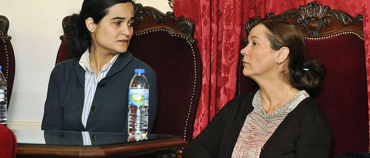 Triana Martínez y Montserrat González, durante el juicio en León.   Efe