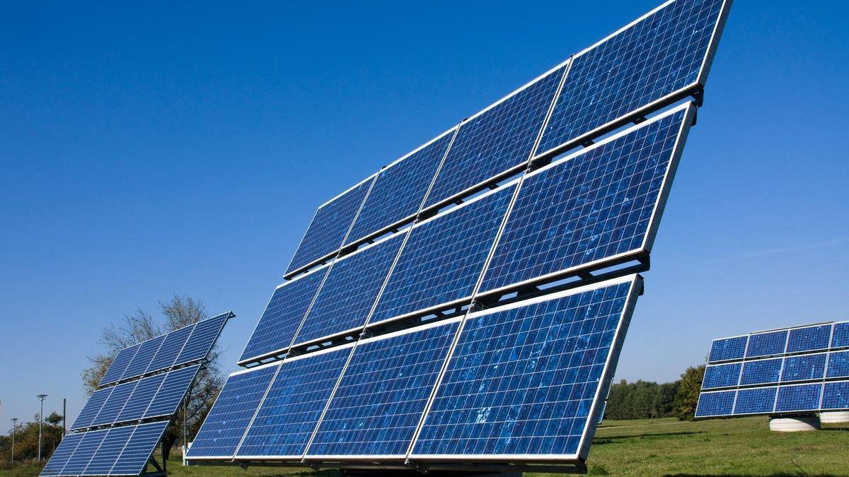 Archivo - Placa fotovoltaica.