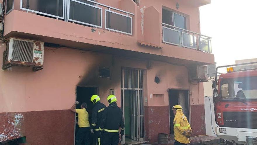 Afectado por inhalación de humo un hombre tras el incendio de su vivienda en El Hierro
