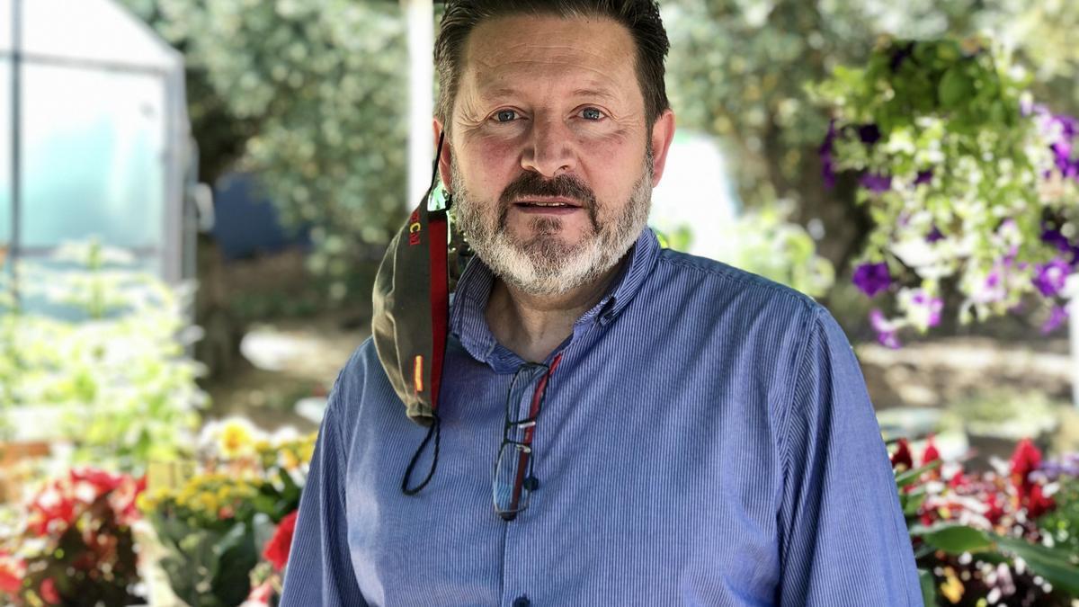 Marcial Curiel en el vivero de Castañar de Ibor.