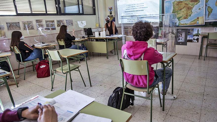 Los padres piden estabilidad en las plantillas docentes antes de retirar la recuperación en ESO
