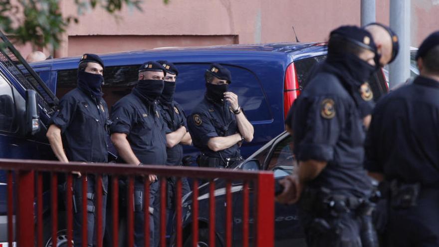 Els antiavalots donen cursets a d'altres agents per reforçar els dispositius
