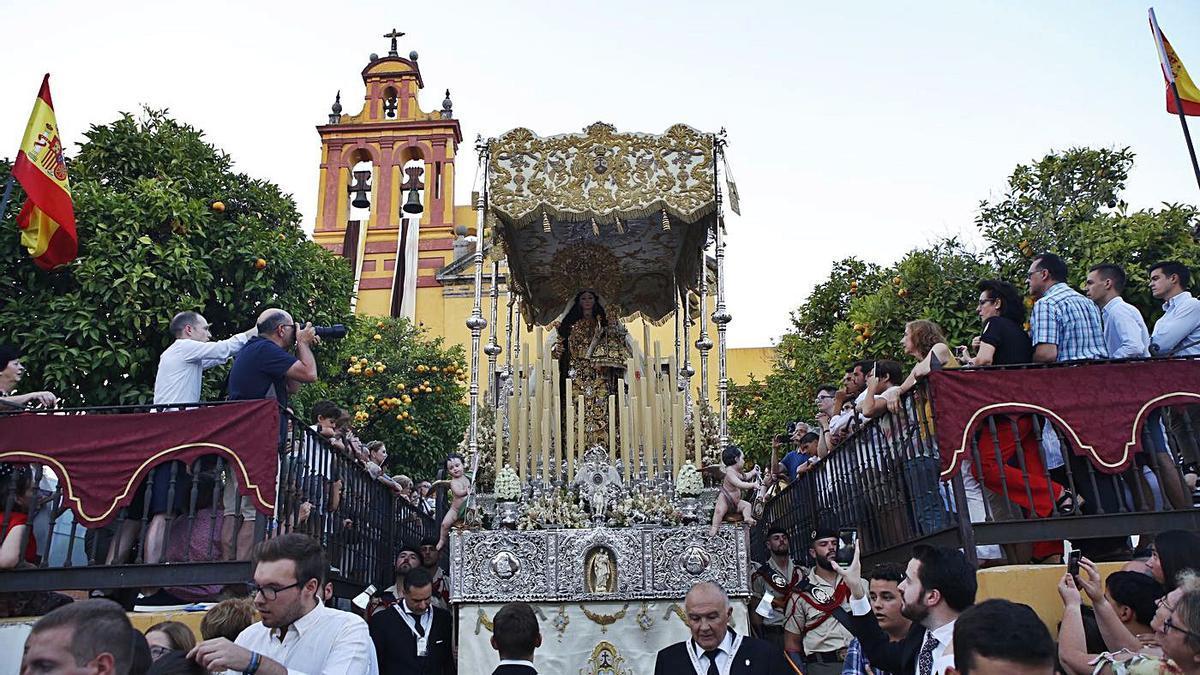La Virgen del Carmen coronada de San Cayetano en su anual procesión del mes de julio.