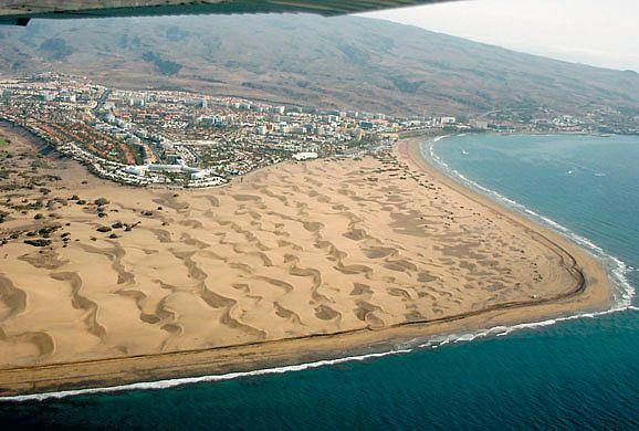 Vista aérea de la playa y las dunas de Maspalomas y del Inglés.