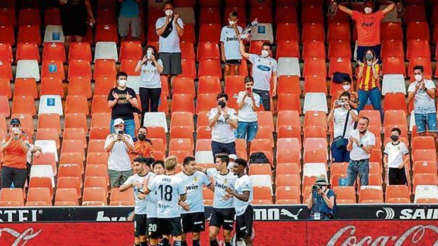 El nivel 4 no impide que el público entre en el Estadio de Gran Canaria