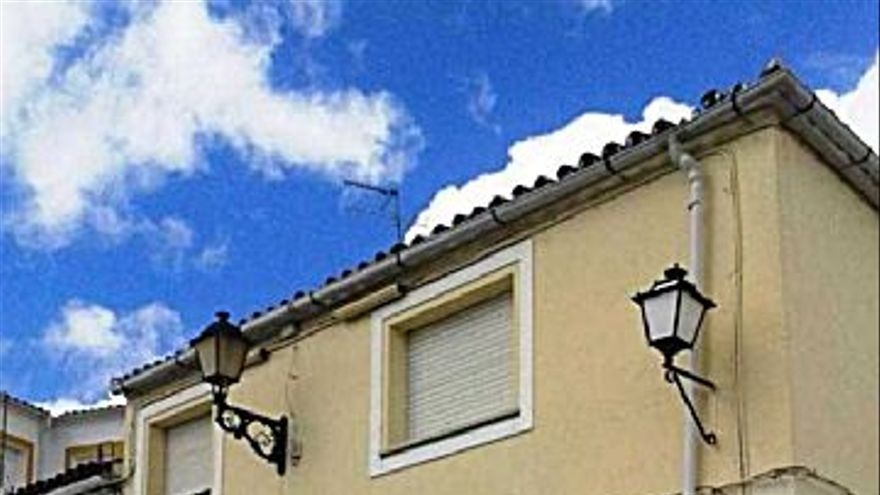 47.000 € Venta de casa en Valencia de Alcántara, 2 habitaciones, 1 baño...