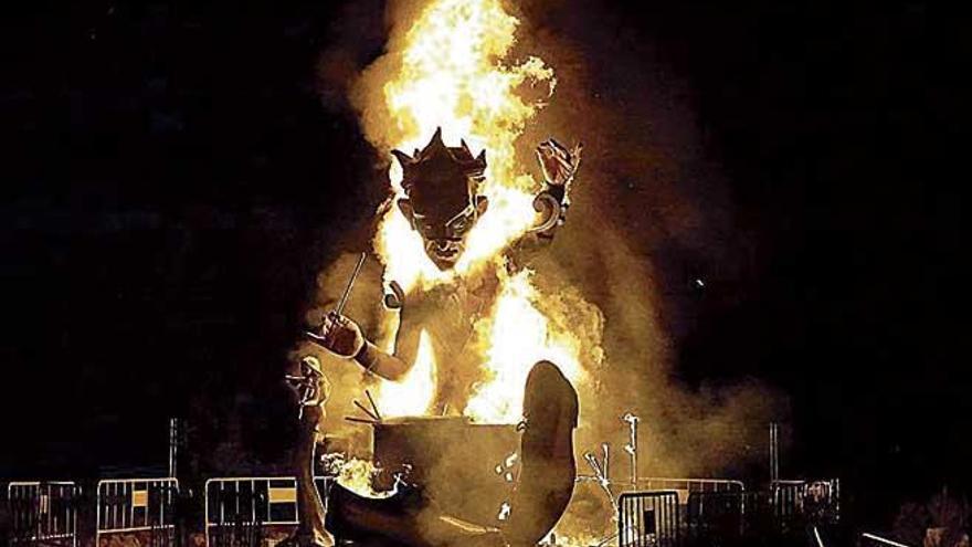 Arden las fallas de El Toro