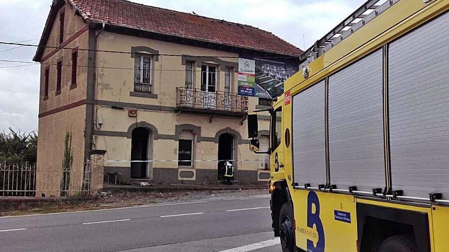 Nuevo altercado en El Resbalón: queman una casa y una máquina de tren