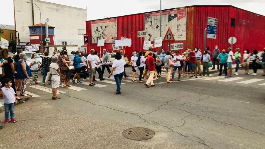 La Plataforma No al Muro continúa con su reivindicación en la calle en Navalmoral