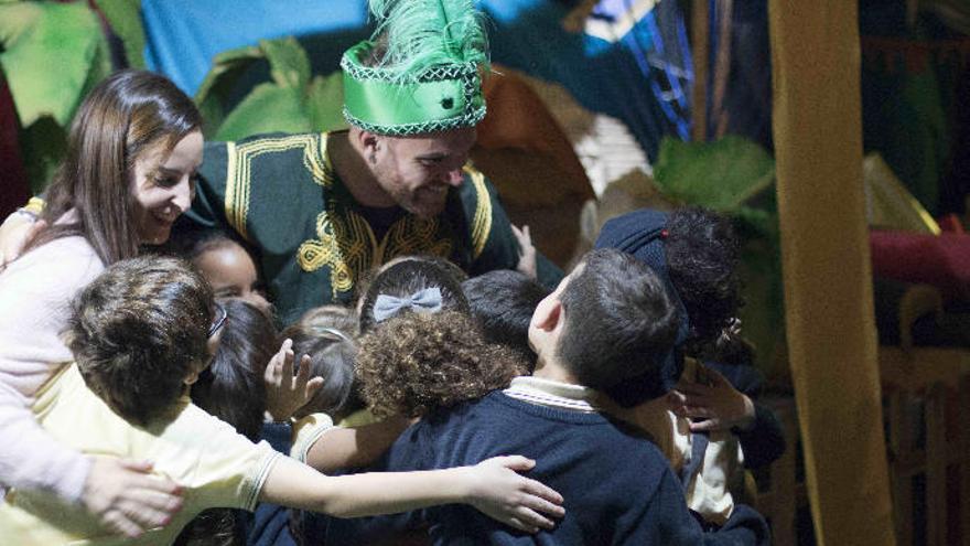 Queda inaugurada la Casa de la Navidad en Las Arenas