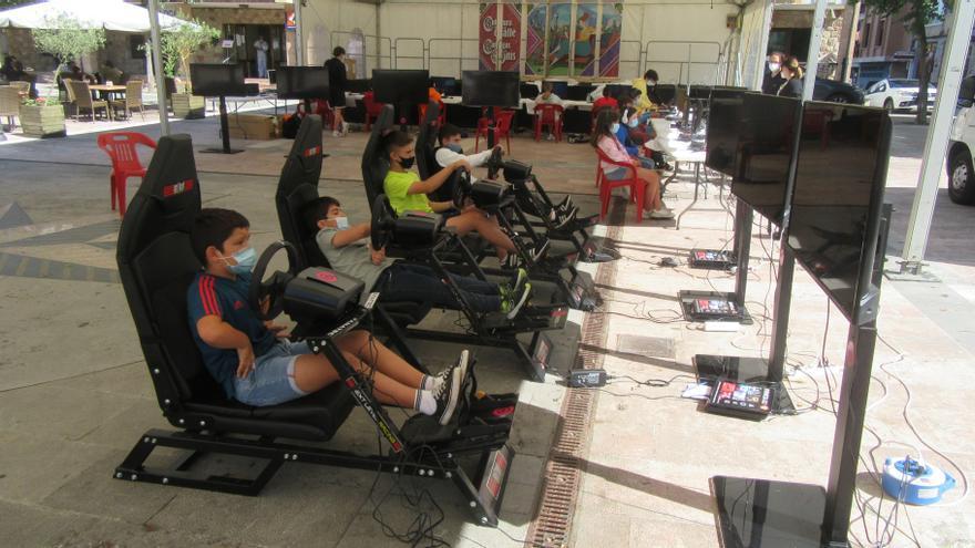 """""""Ven, disfruta y compite"""", con torneos y simuladores de carreras, en Cangas de Onís"""