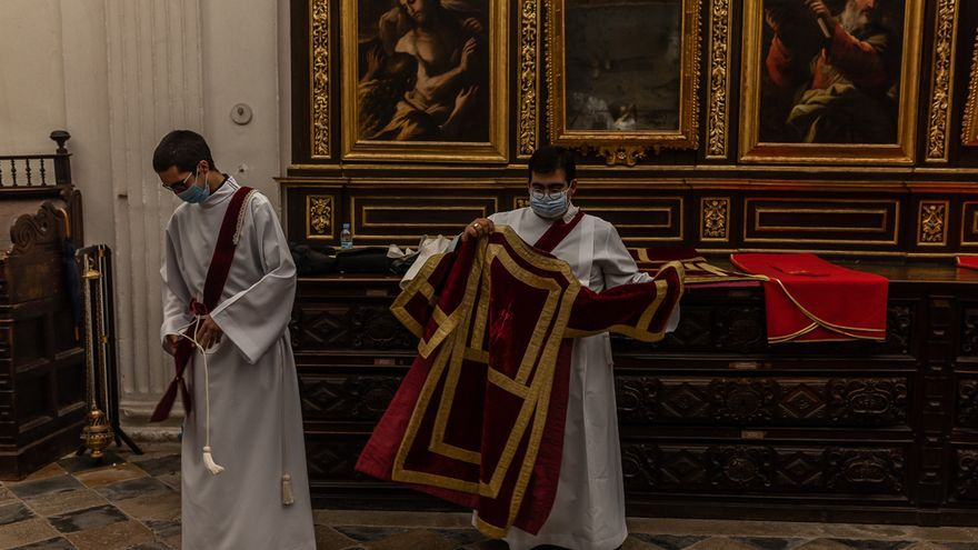 Los fieles zamoranos rezan por los afectados por la pandemia de coronavirus
