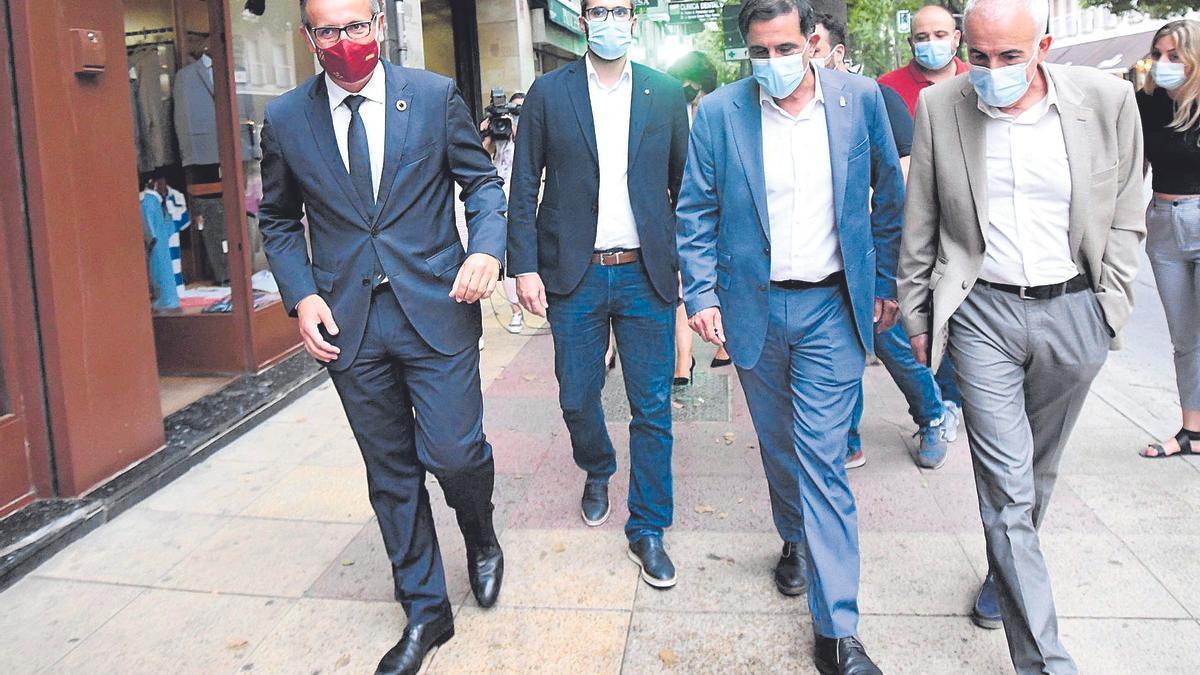 De izquierda a derecha, Diego Conesa,  Francisco Lucas, José Antonio Serrano y Martínez Baños, ayer por las calles de Murcia.