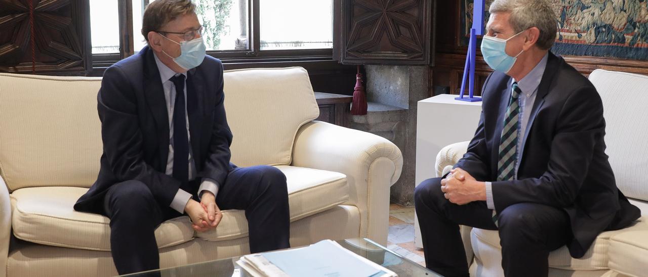 Reunión de José Manuel Pérez Tornero y Ximo Puig.