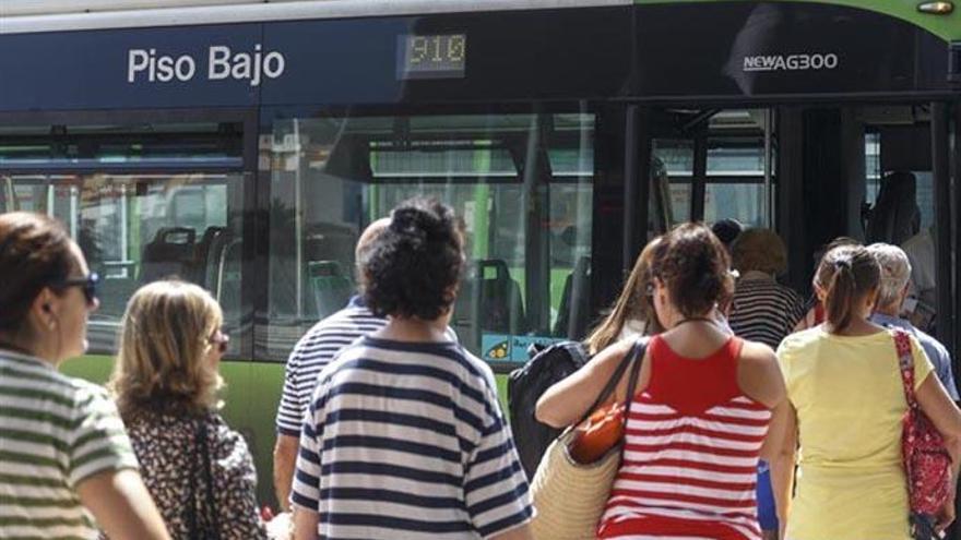 Tenerife prepara una bajada de tarifas de guagua y tranvía para 2020