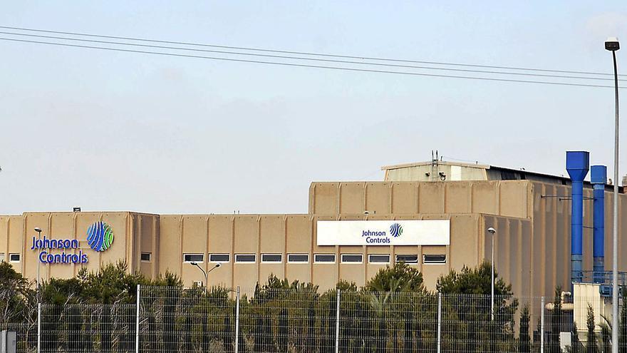 Imagen de archivo de las instalaciones de la fábrica de autobaterías de Guardamar ahora bajo la marca comercial Clarios. | TONY SEVILLA