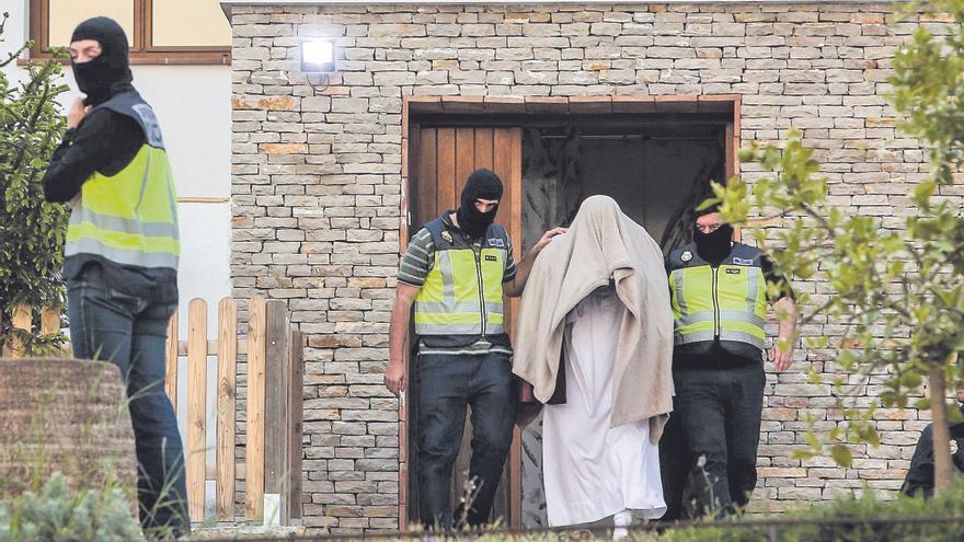 Un hijo del imán de Teulada asegura que su padre le llevó a Pakistán para la yihad