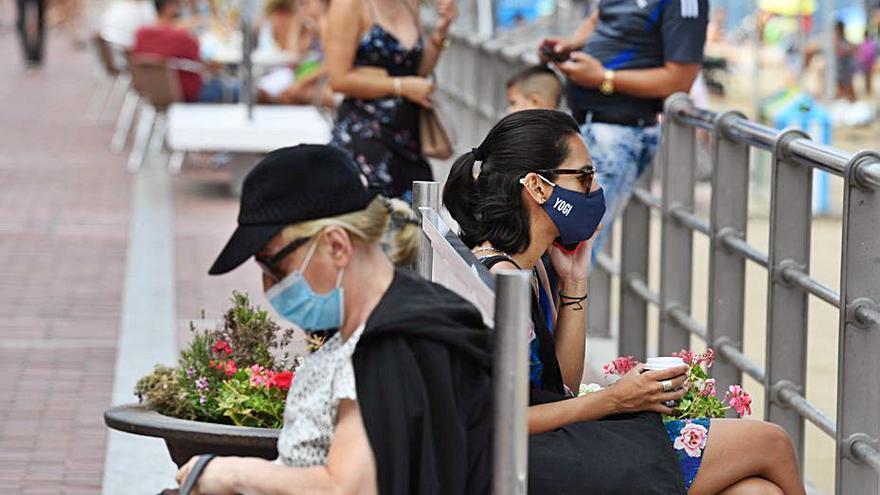 Canarias registra nueve muertes por el virus, la cifra diaria más alta desde marzo