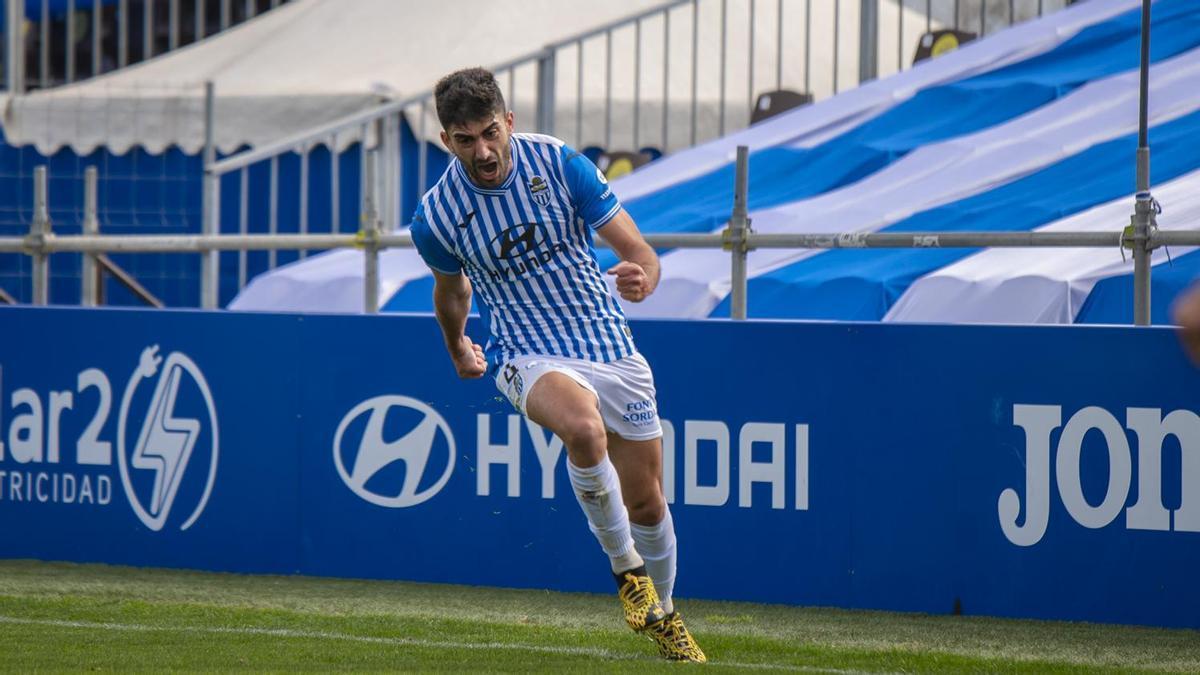 Olaortua celebra un gol con el atlético Baleares