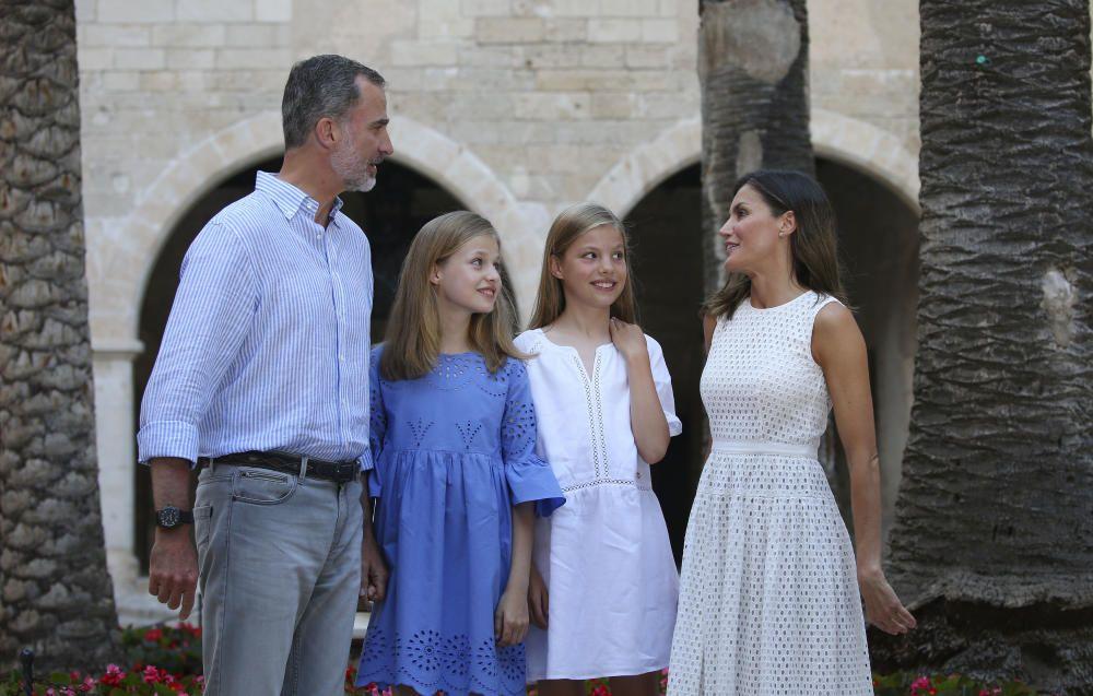 Los reyes Felipe y Letizia con sus hijas