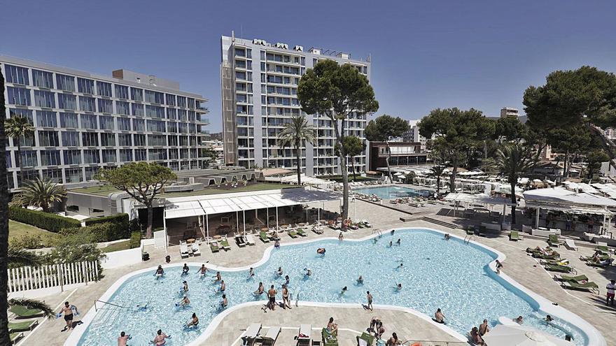 Los hoteleros de Mallorca esquivan  el temido descalabro de precios esta temporada