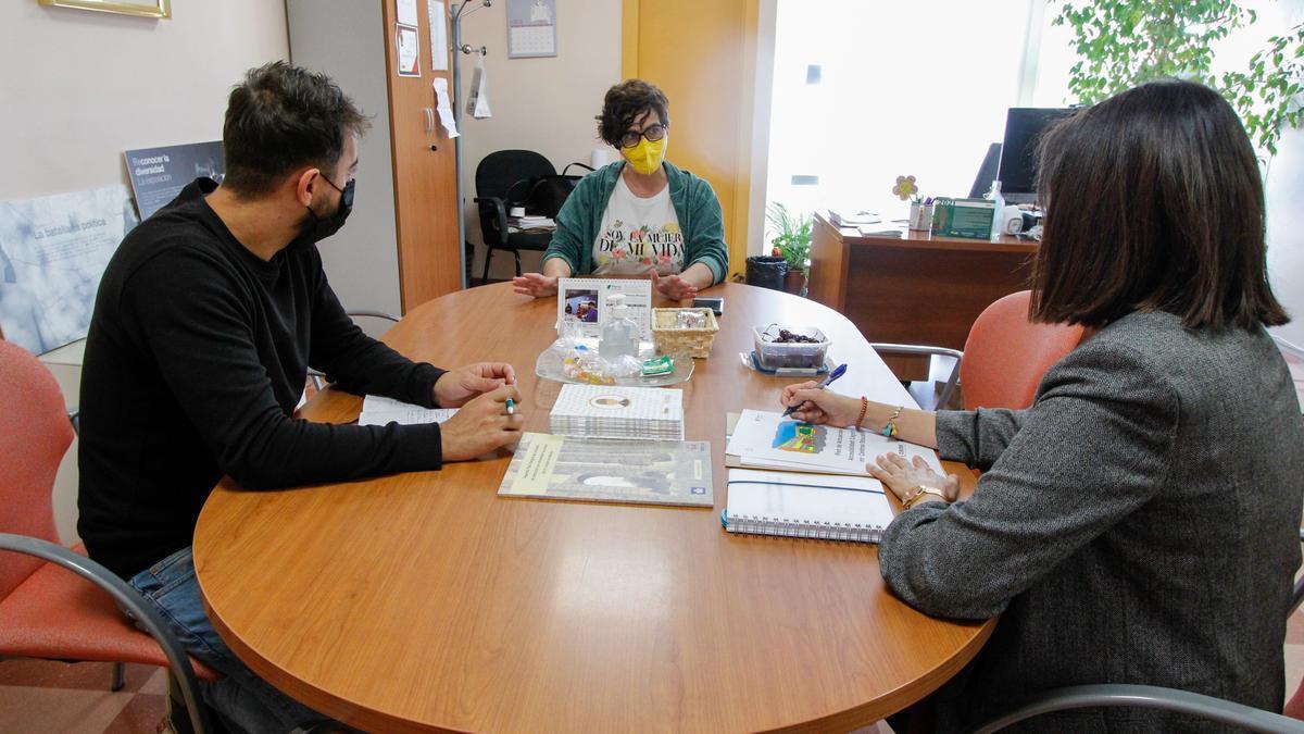 Fajardo durante la reunión para tratar la guía de accesibilidad cognitiva.