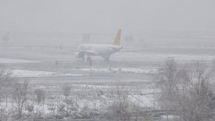El Real Madrid despega tras quedar atrapado en Barajas por la nevada