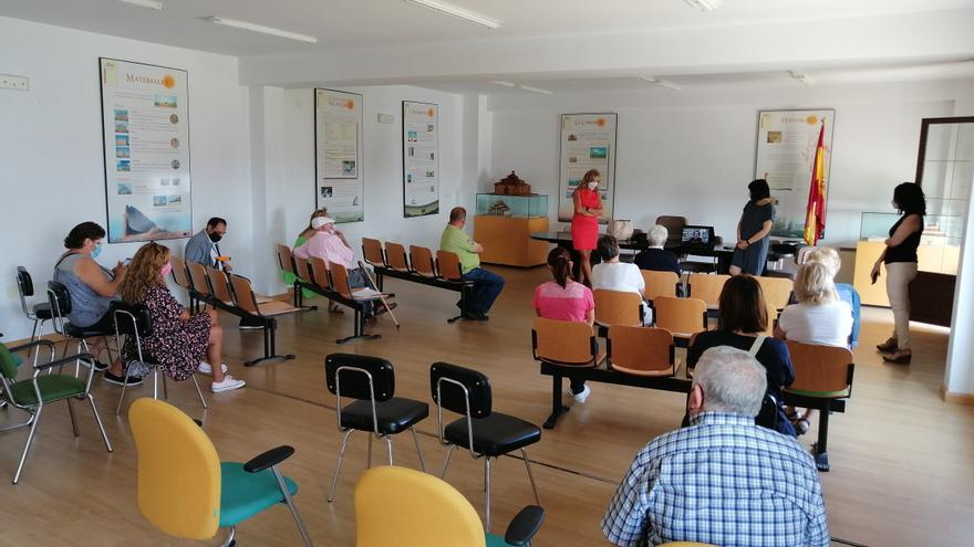 Las familias de Villafáfila conocen el proyecto de atención a los mayores