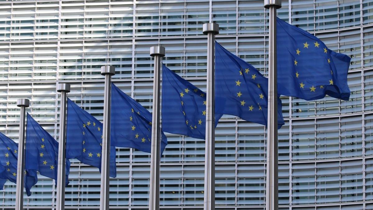 Bruselas destina 3.700 millones para impulsar la transición digital y verde en España.