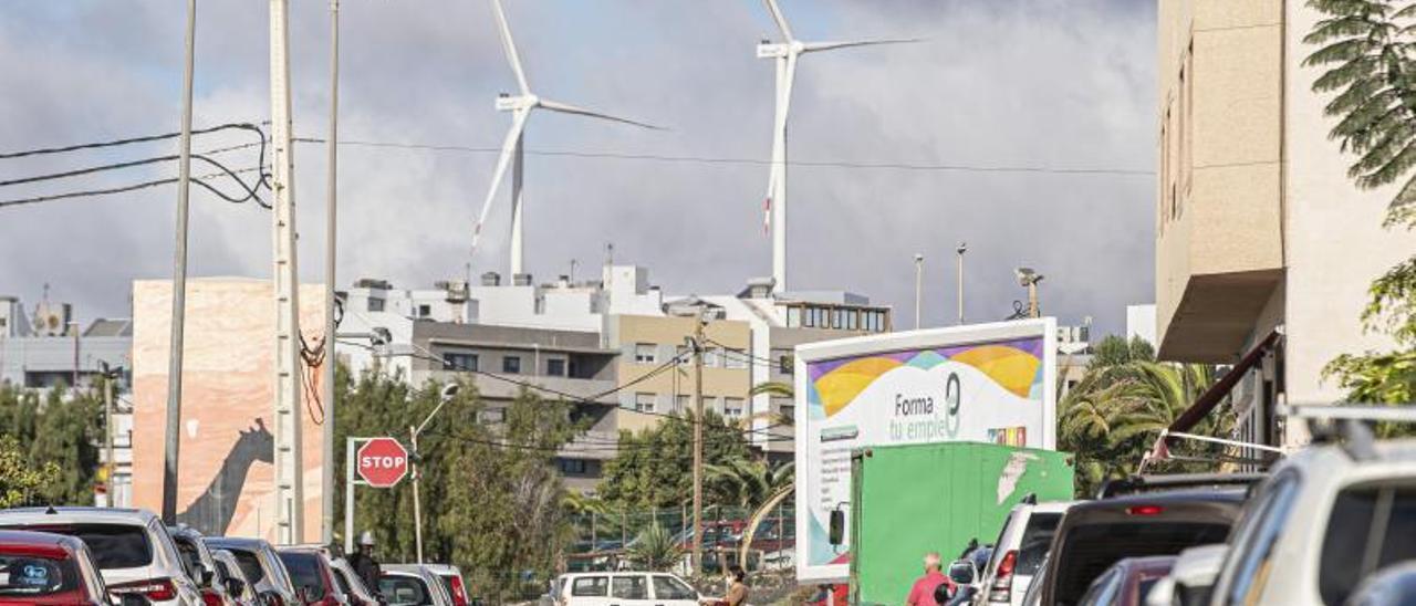 Dos de los molinos instalados en la zona de Los Estancos.     FUSELLI